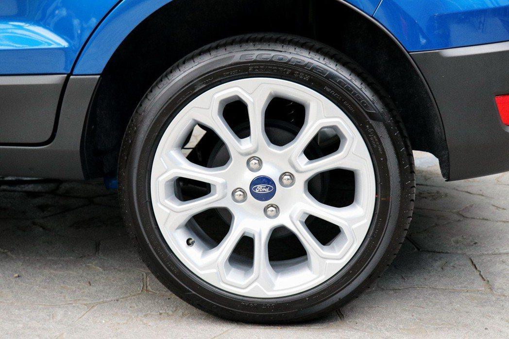 旗艦車型搭配17吋輪圈。 記者陳威任/攝影
