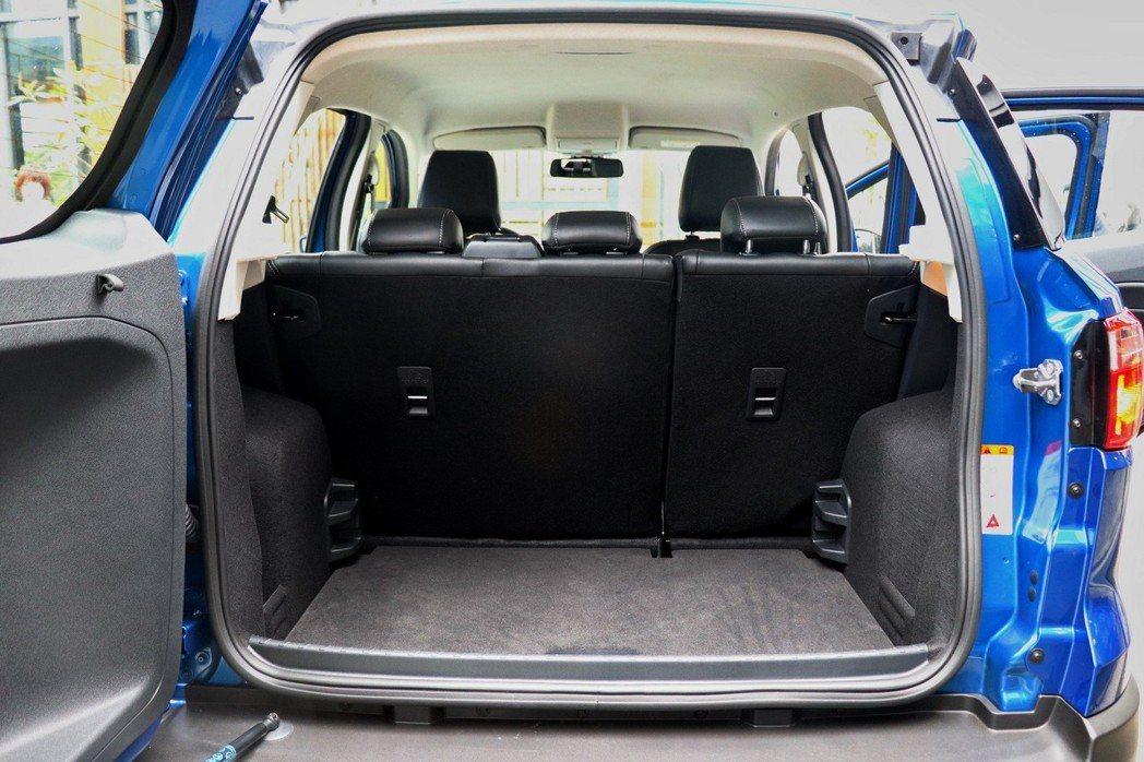 行李廂在一般狀態下可提供328L的空間。 記者陳威任/攝影