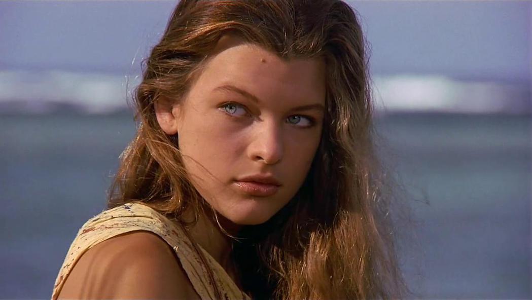 蜜拉喬薇娃琪主演「重回藍色珊瑚礁」時,只有15歲。圖/摘自imdb