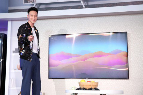 王陽明婚後依舊受到各大廠商的喜愛,活動邀約不斷。他為台灣三星最新大尺寸量子電視站台,對於產品的簡約外觀和多功能用途大為激賞,直呼母親節將至,可以添購兩台,一台獻給母親當禮物,另一台給未來自己孩子的媽...