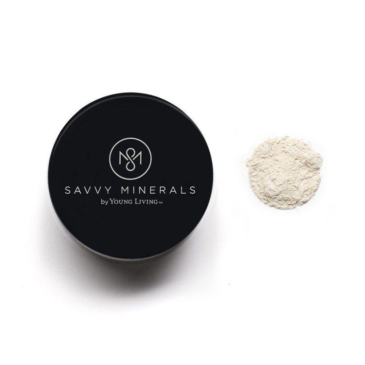 Savvy Minerals自然礦物蜜粉可吸附多餘油脂、提升光澤度。圖/Savv...