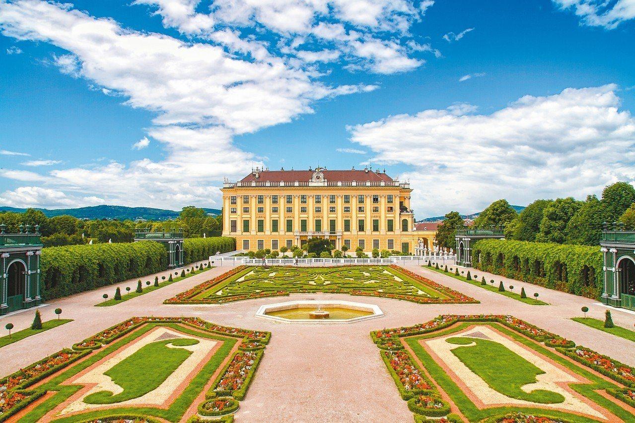 富麗堂皇的熊布朗宮。 圖/百威旅遊提供