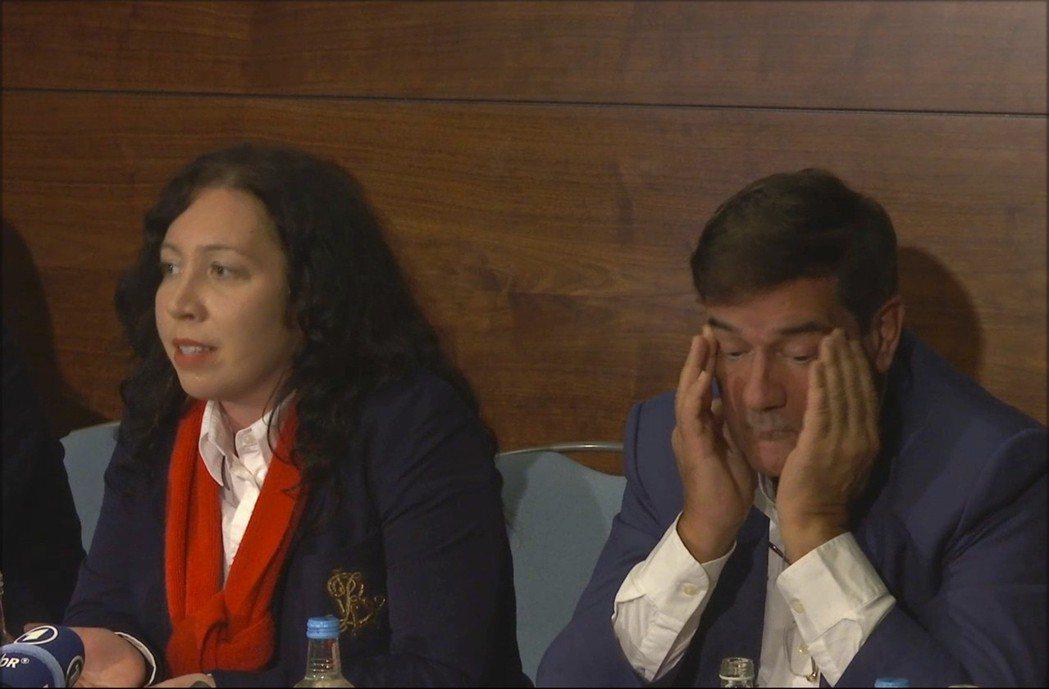 朱貝(右)與「杜拜被捕者」執行長拉德哈.史特靈(左)在倫敦召開記者會。 美聯社