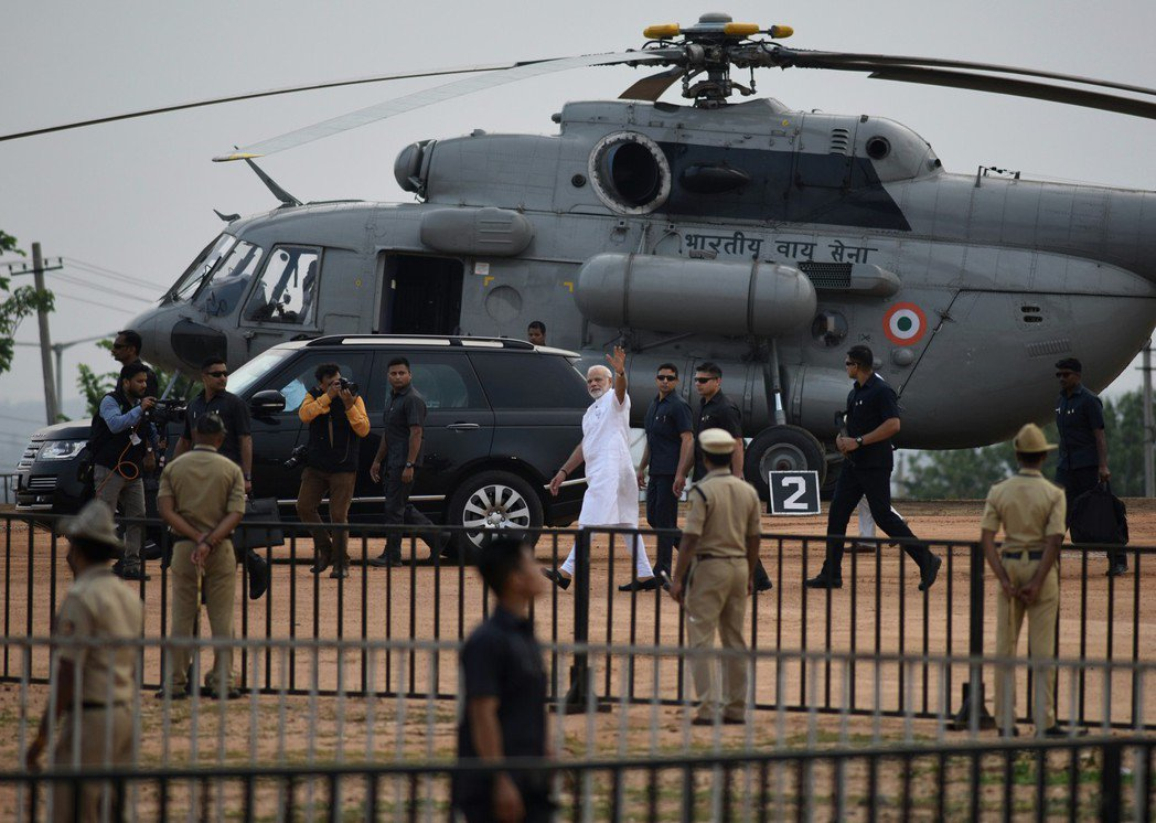 據說拘捕拉提法是印度總理莫迪(中)下的令。 歐新社