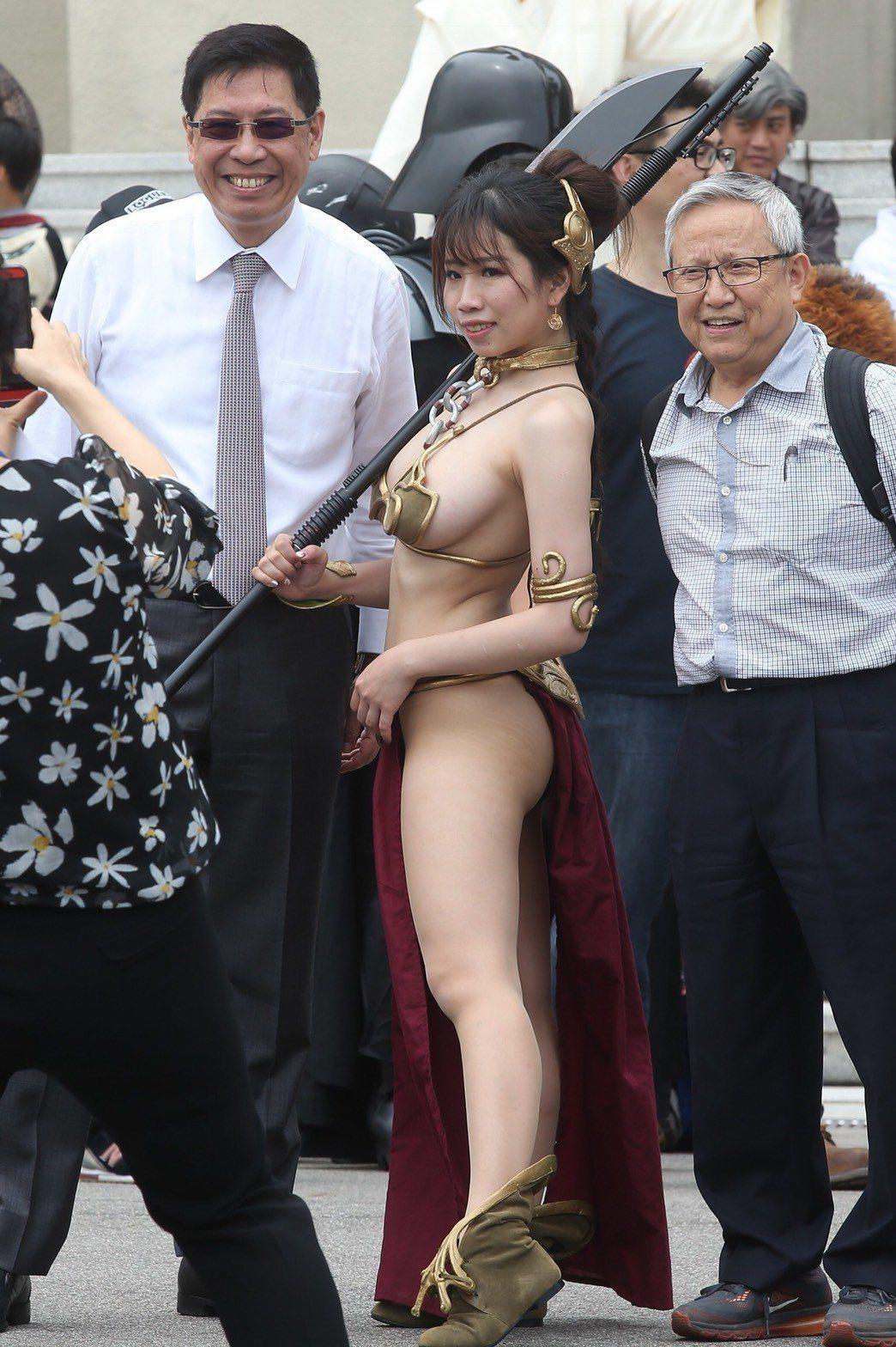 星戰迷扮成莉亞公主進入總統府。記者楊萬雲/攝影