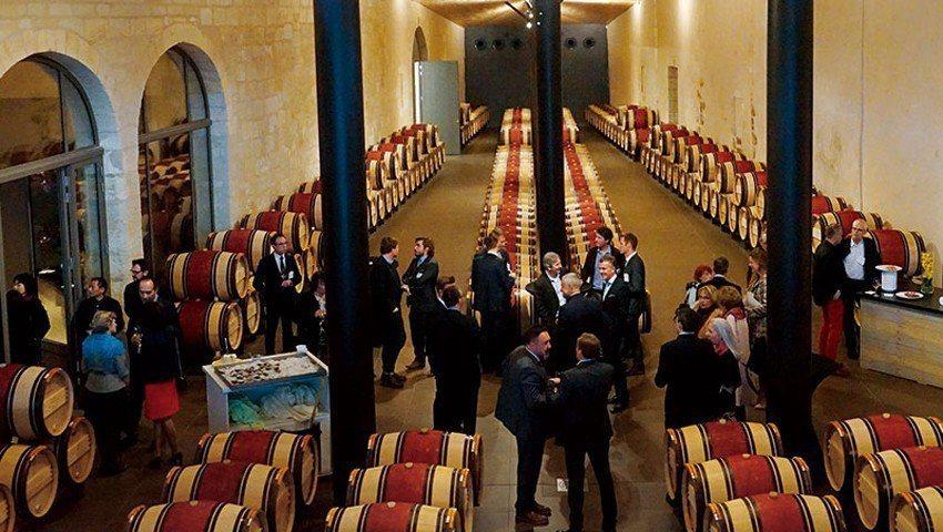 2017年波爾多新酒品嘗週的開幕晚宴在瑪歌村的三級酒莊C h.Kirwan舉行,...