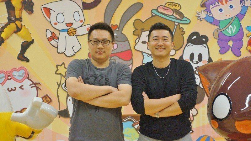 張建凱(右)與高竹誼,兩位七年級生合作創業,打造充滿商機的手遊APP,吸引成熟社...