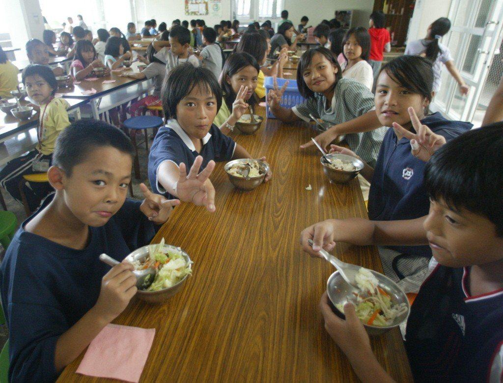 原鄉的孩子吃不到自己土地上長出來的蔬菜。 攝影/陳易辰