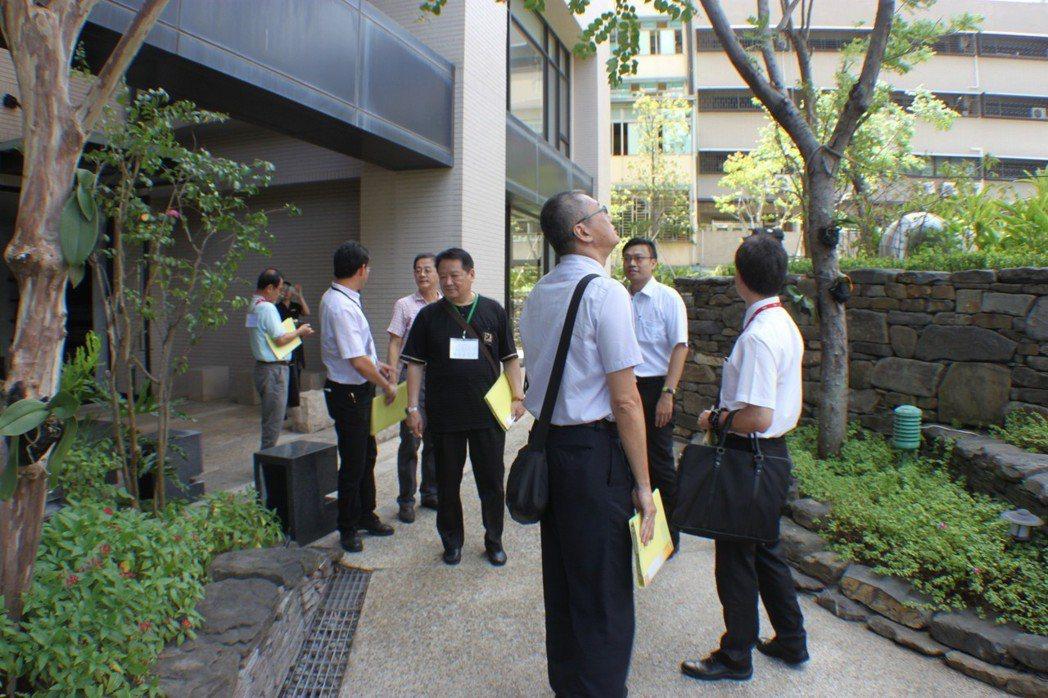 優良公寓大廈評選是由專家、學者、建築、管理實務專業人士及市政府委員至現場評選複選...