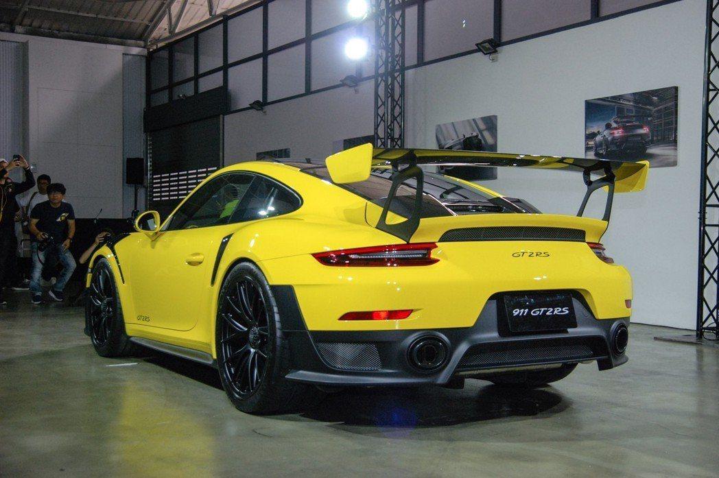 911 GT2 RS曾於2017 年在綠色地獄創下單圈 6 分 47.3 秒合法道路車款最速紀錄。 記者林鼎智/攝影