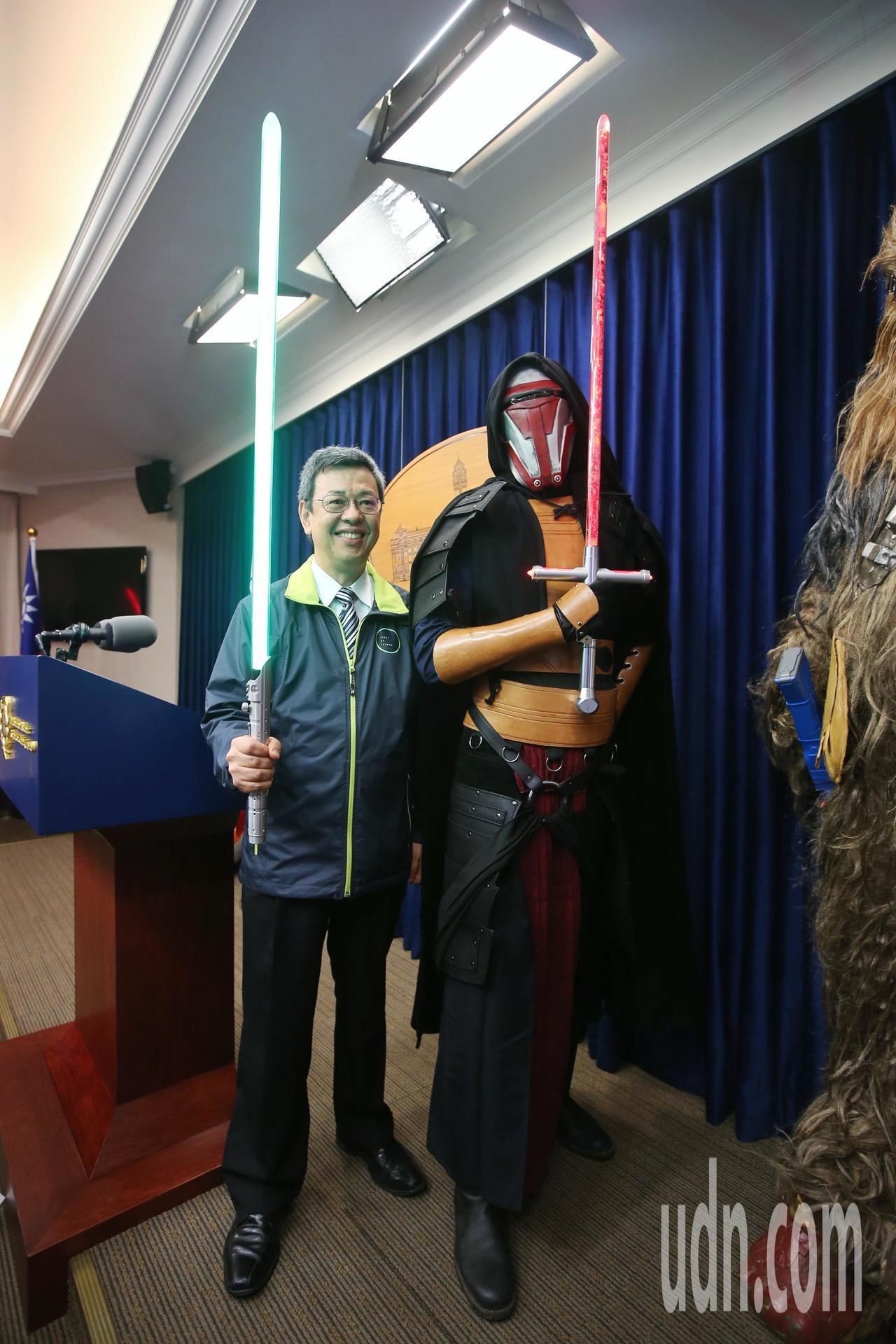副總統陳建仁與星戰迷一起合影。記者楊萬雲/攝影