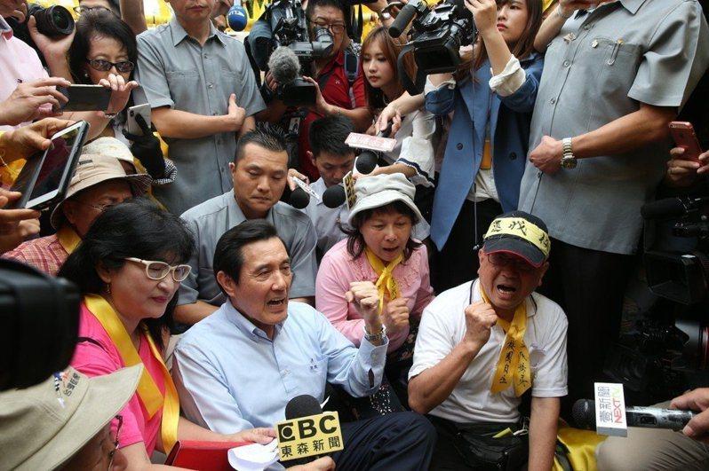 台大舉辦「新五四運動」,抗議教育部駁回管案,前總統馬英九到場聲援。記者林俊良/攝影