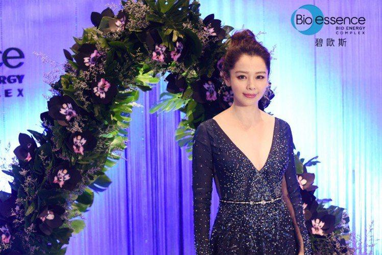 徐若瑄代言Bio-essence第10年,日常保養對於維持臉型緊緻相當重視。圖/...