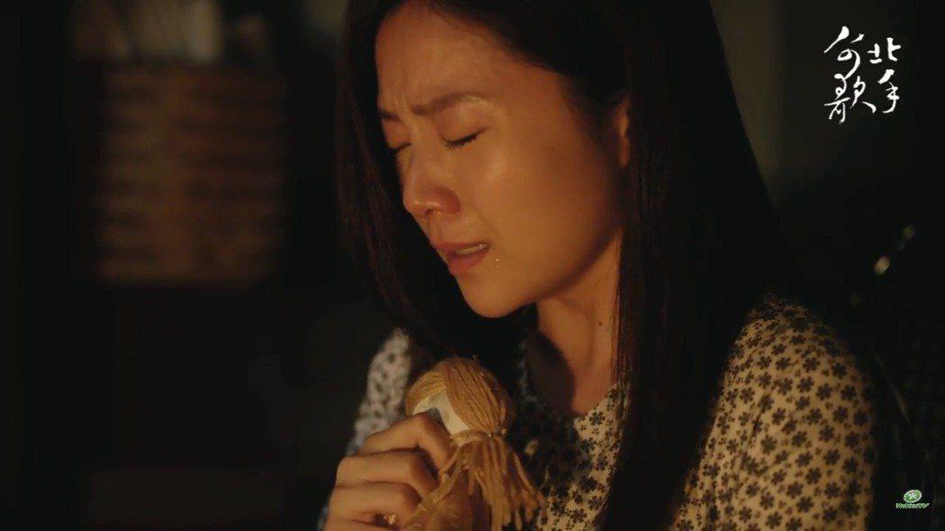 楊小黎演出「台北歌手」中默默隱忍的妻子。圖/客台提供