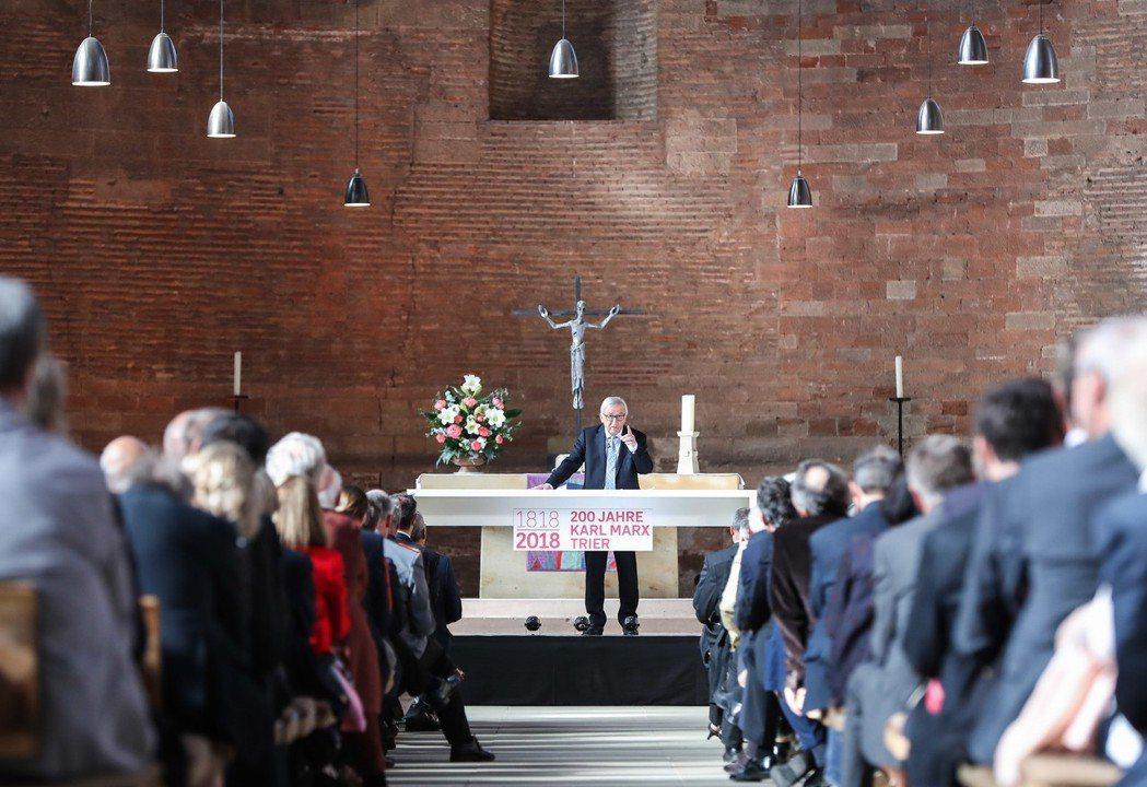 不理會異議,歐盟執委會主席容克4日在特里爾的教堂發表演說。 新華社