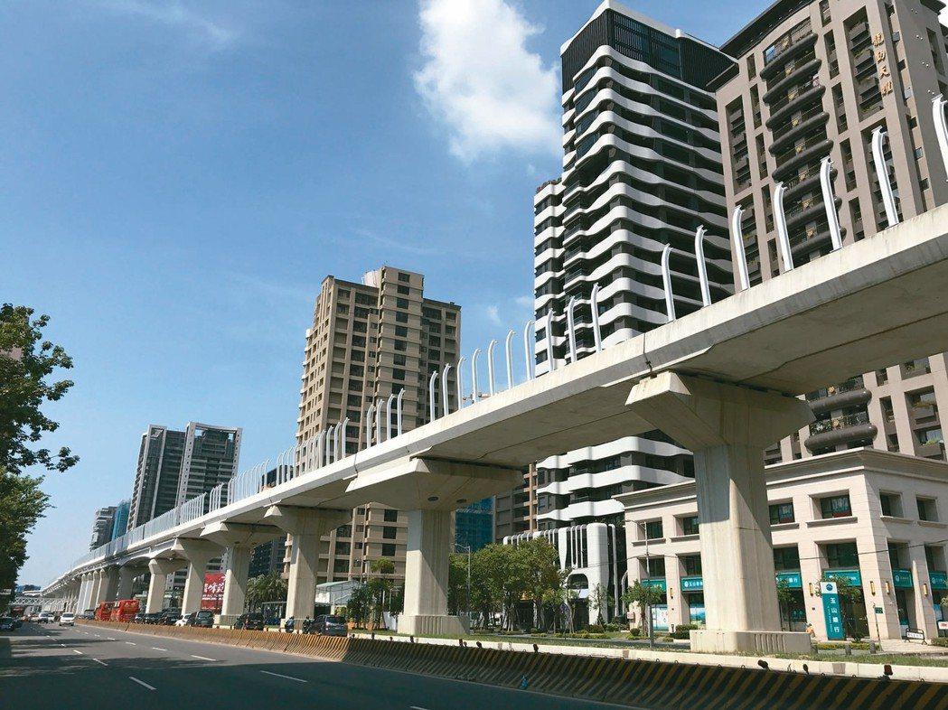 環狀線第一階段串聯新北市新店、中和、板橋、新莊等一級行政區,預計今年底完工,明年...
