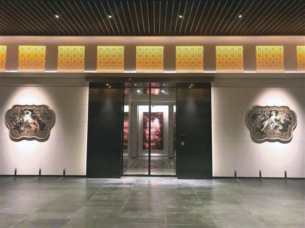聯聚泰和大廈地下停車場門廳經特別設計,有如博物館。 記者游智文/攝影