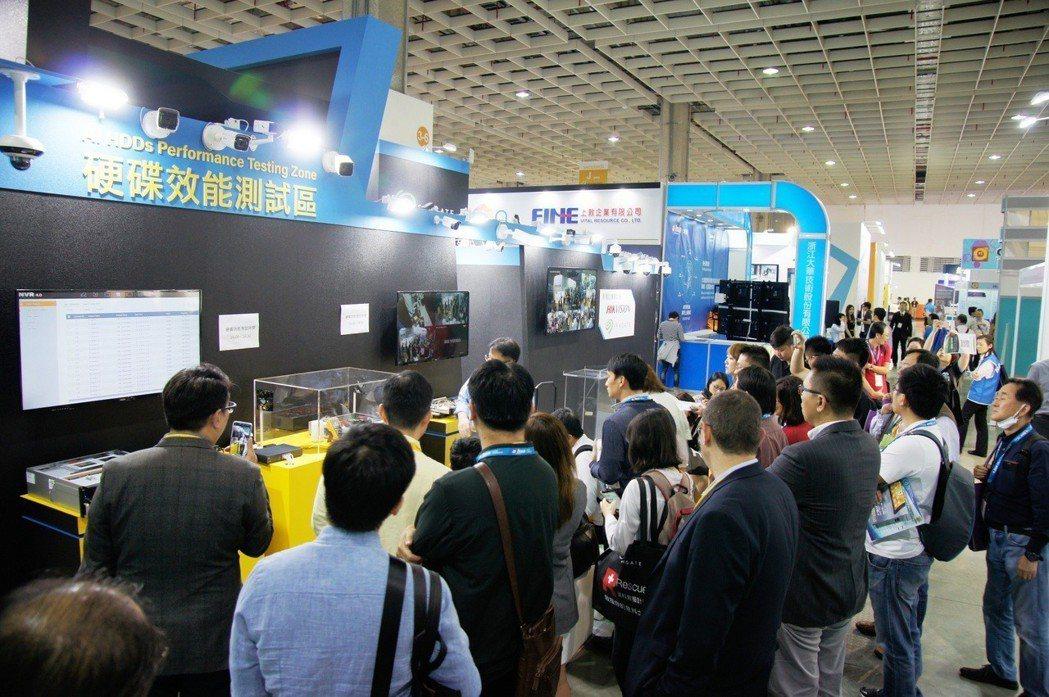國際知名硬碟大廠Seagate攤位人氣高。