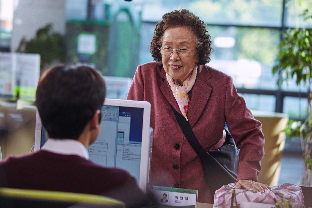 羅文姬以「花漾奶奶秀英文」拿下百想大賞電影類最佳女主角。圖/FriDay影音提供
