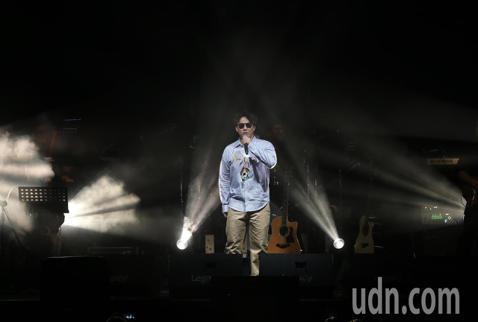 歌手蕭煌奇在華山文化園區舉行演唱會,先以經典成名曲「你是我的眼」開場,而這以往都是壓軸的演唱曲目,讓他隨即幽默的說:演唱會結束謝謝大家。