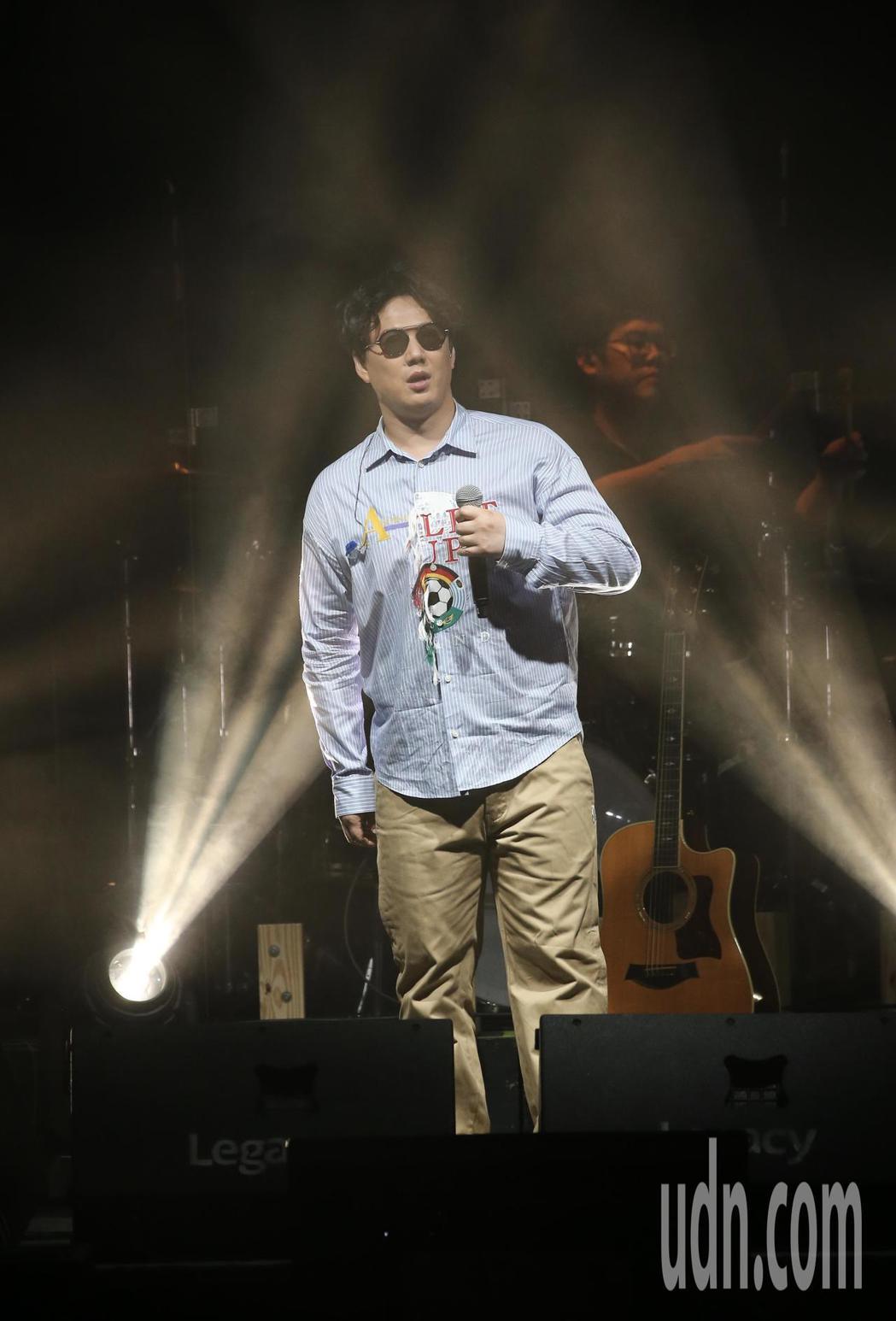 歌手蕭煌奇在華山文化園區舉行演唱會,先以經典成名曲「你是我的眼」開場。記者許正宏...