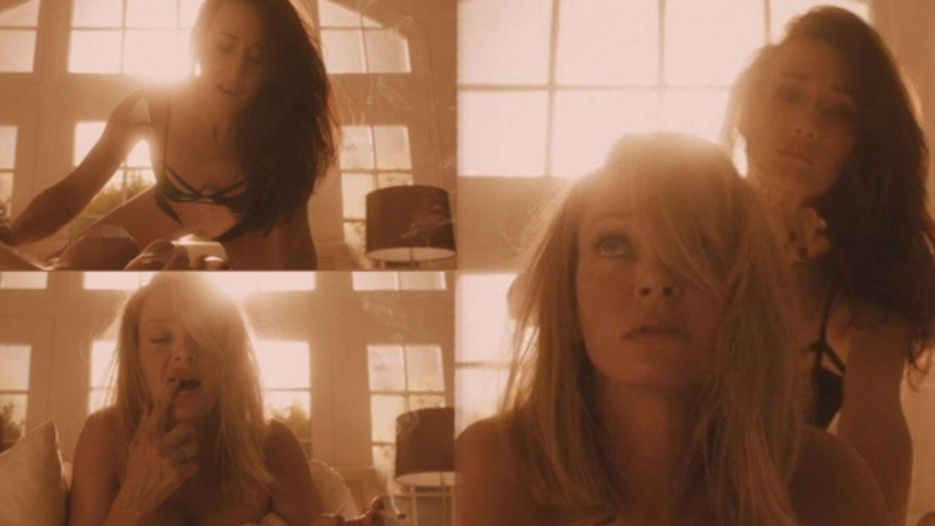 鄔瑪舒嫚與Maggie Q在新片中有親密對手戲。圖/翻攝自Daily Mail