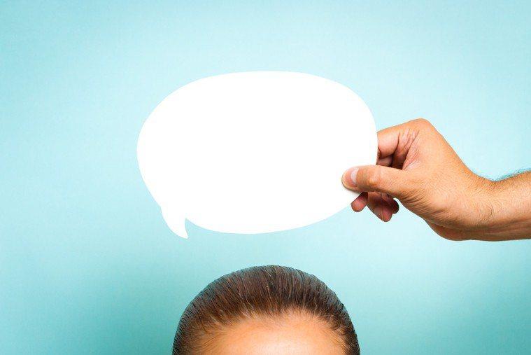 許多人常將健忘與失智搞混,不懂得如何分辨。其實最簡單的差別是,一般健忘症患者有自...