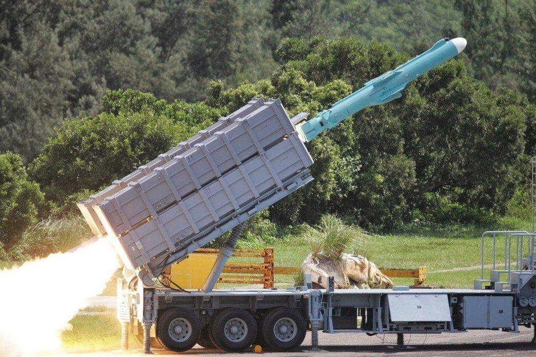 機動發射的雄風二型飛彈。 圖/軍聞社
