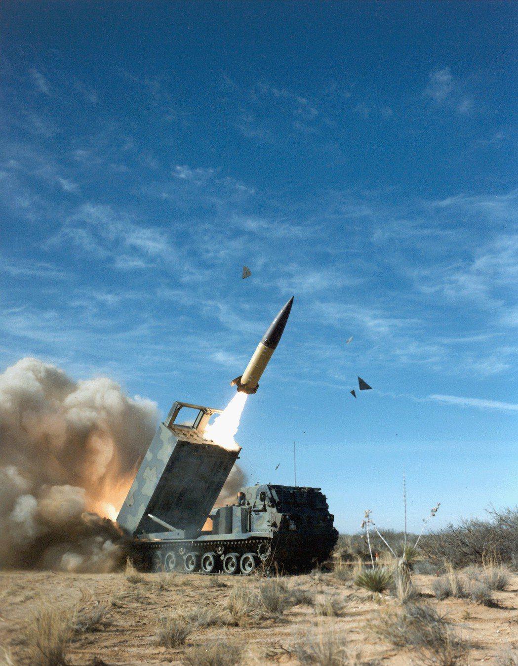 美國陸軍的ATACMS飛彈,射程300公里,是國軍未來引進或仿製的目標。 圖/美...