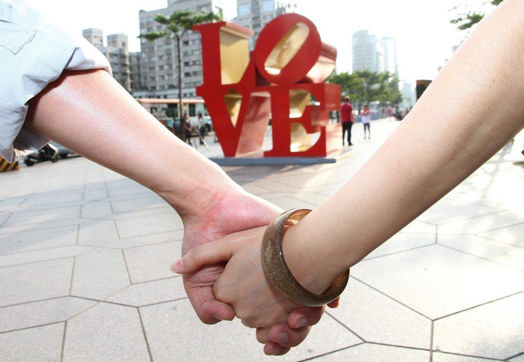 綜所稅是以「戶」為申報單位,結婚後夫妻就要合併報稅。 圖/聯合報系資料照片