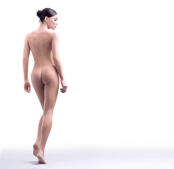 洗完澡照照鏡子,對身體做自我檢查。圖/ingimage