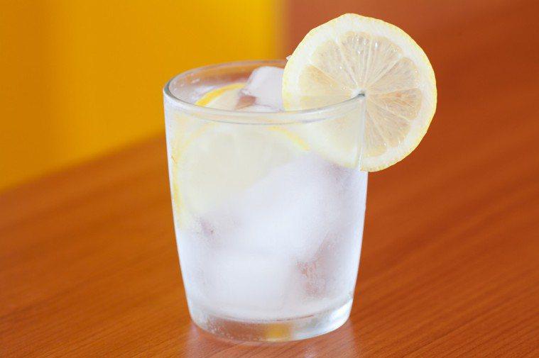 改善長年胃食道逆流,喝冰開水就對了。圖/ingimage