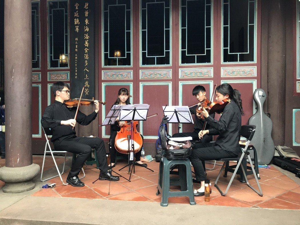 悠揚的弦樂四重奏讓現場觀眾聽得陶醉