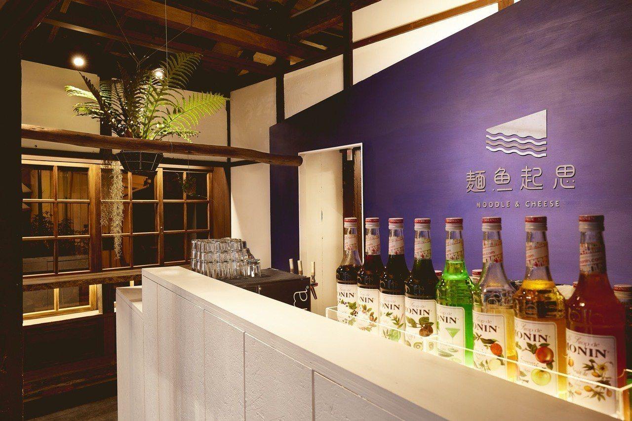 虱目魚第三代進駐台南藍晒圖,把老舊的日式宿舍空間,營造出新的意象。圖/文化局提供