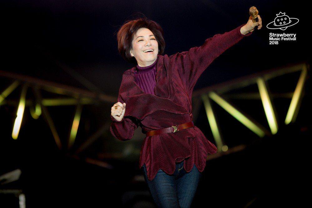 蔡琴登上北京「草莓音樂節」的大舞台,壓軸包辦1小時的演出。圖/草莓音樂節提供