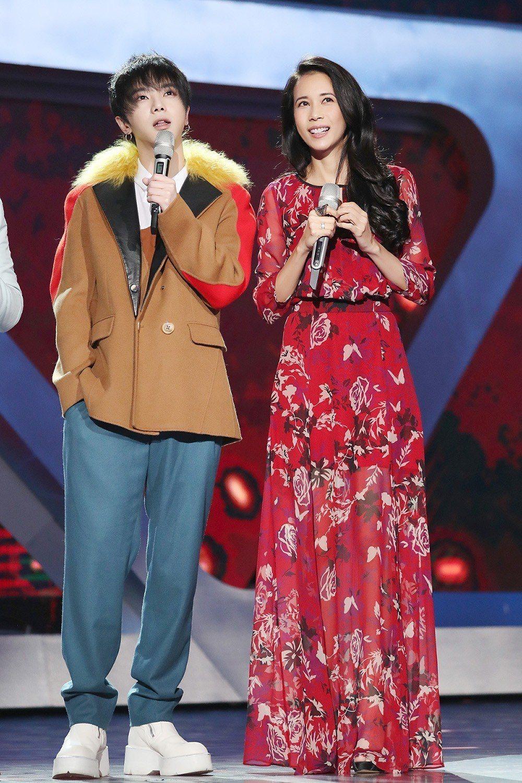 莫文蔚新單曲和華晨宇(左)合作。圖/莫家寶貝工作室提供