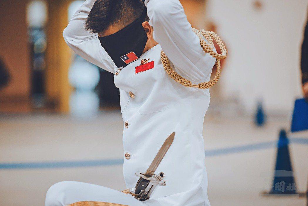 海軍儀隊上兵蘇祈麟上兵於台灣時間6日清晨,在美國參加「世界儀隊錦標賽」(Worl...