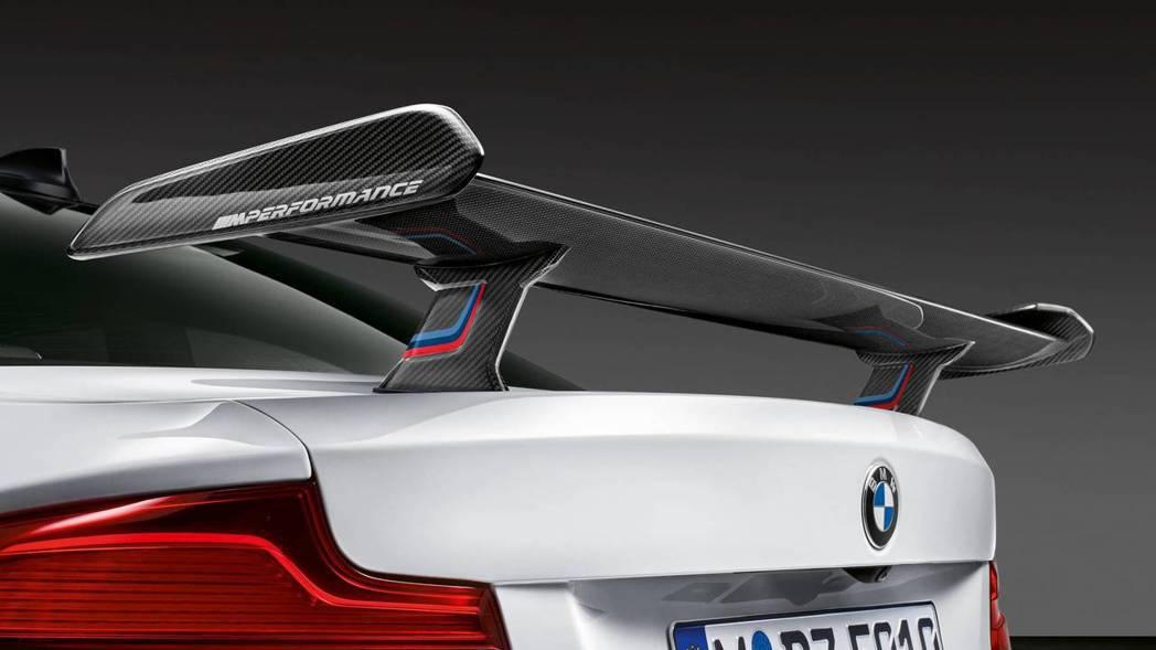 可選配碳纖維GT尾翼。 摘自BMW