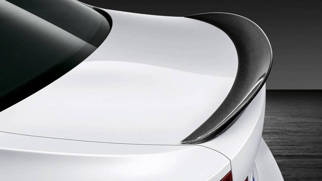 亦或是碳纖維鴨尾,由買家自己選擇。 摘自BMW