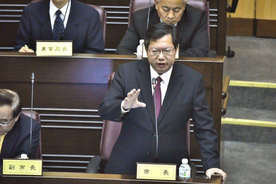 桃園市長鄭文燦去年曾在議會表示,「如果我連任的時候,市府負債超過五百億元,我就宣...