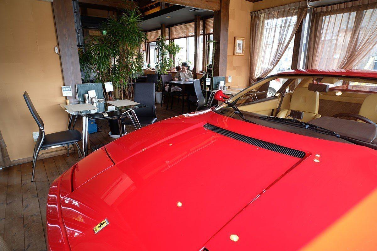 這台紅得發亮的法拉利被保存得彷彿才剛剛出廠,甚至有愛車者專門遠到而來來欣賞