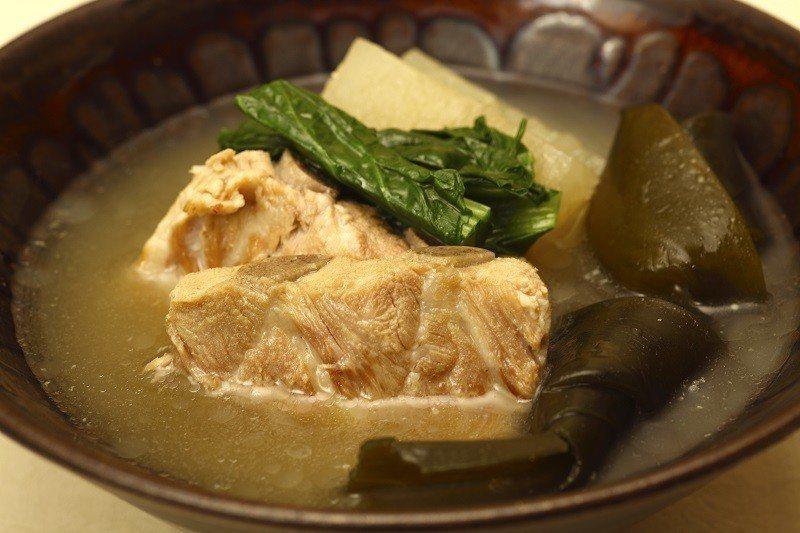 ▲沖繩豚骨汁。(圖/© Okinawa Convention&Visitors ...