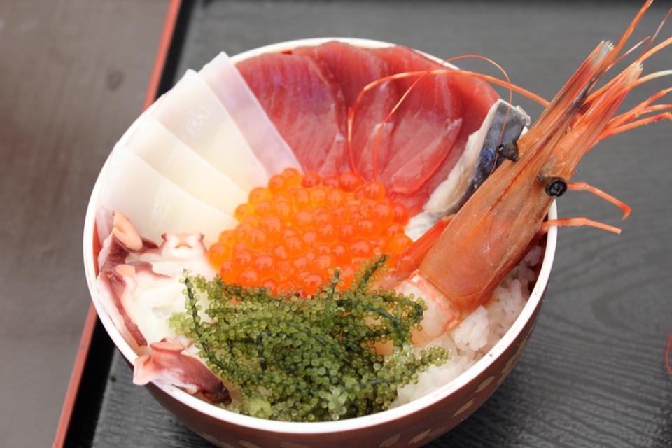 ▲沖繩海人丼飯。(圖/読谷村漁業協同組合)