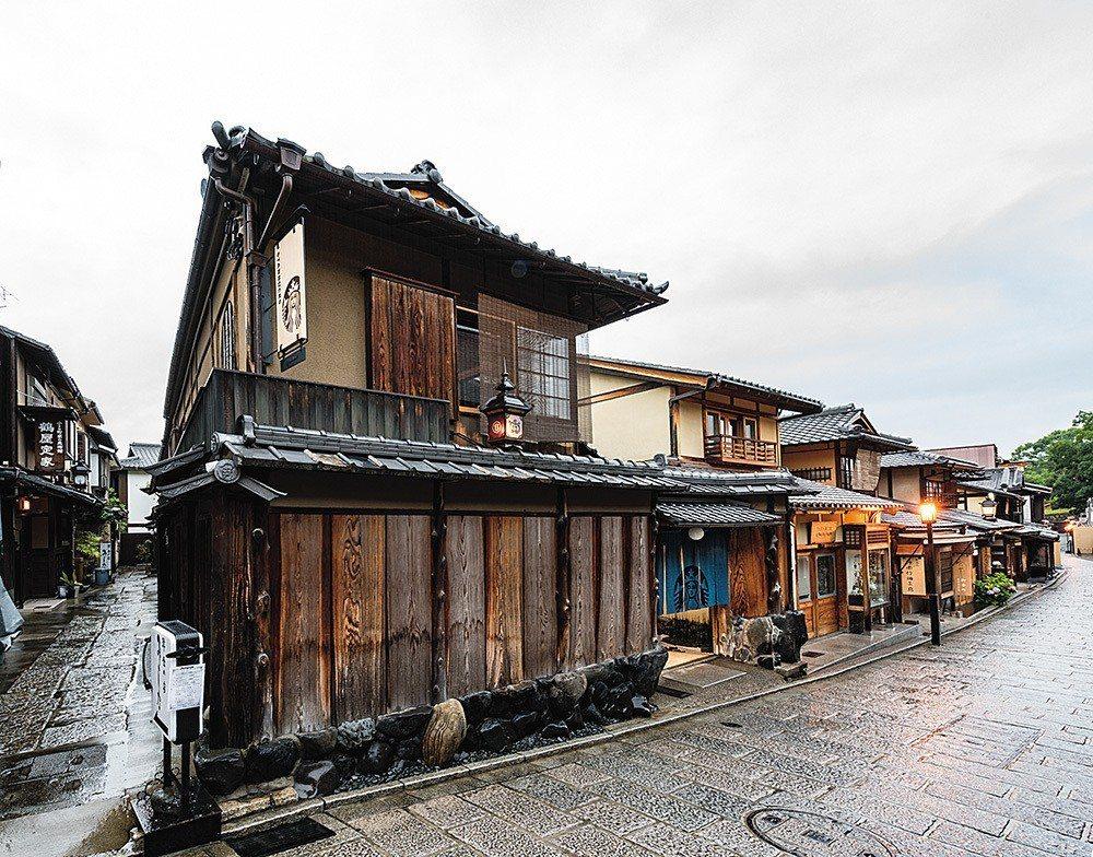 距離清水寺僅有一箭之遙的店舖,是全球第一間有榻榻米的星巴克店面。