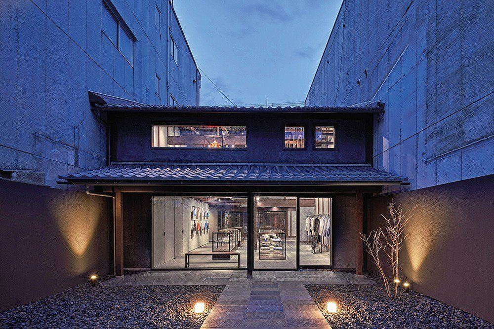 時尚品牌三宅一生位於京都的第一家旗艦店。