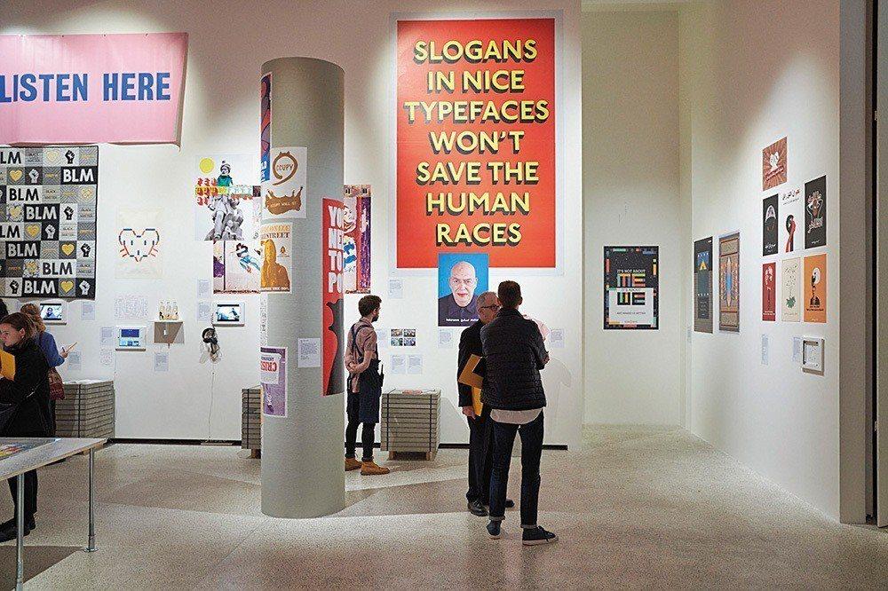 「有著好看字型的標語,是無法拯救人類的。」標語內容開宗明義地為展覽破題。