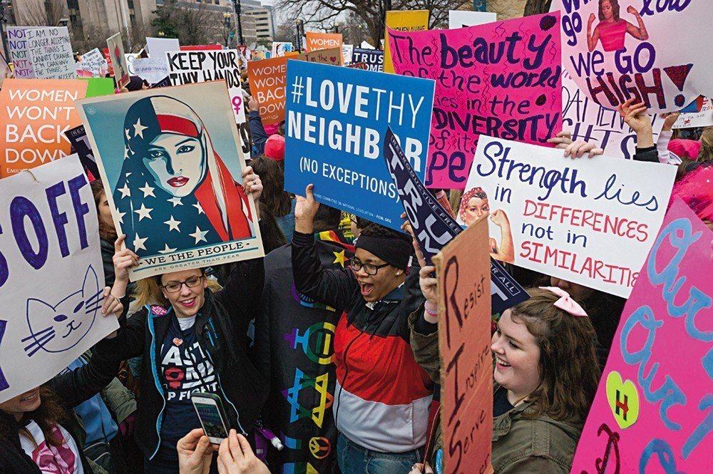 由於「抗議」的原本屬性使然,許多這類圖像不一定出自專業設計師之手,反而是參與抗議...