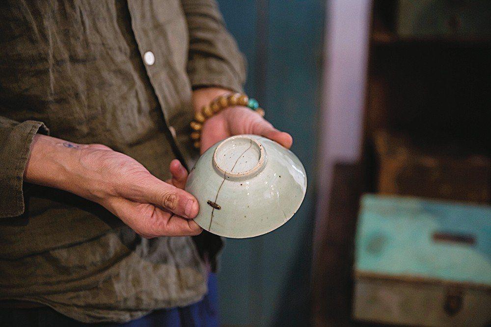日本知名設計師猿山修曾帶走經過補釘的鋦瓷。