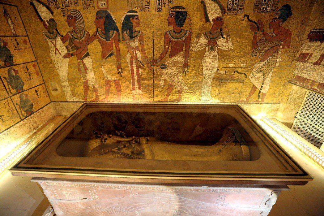埃及法老王圖坦卡門墓密室不存在;義大利團隊6日公布調查結果,指出在利用3種頻率雷...