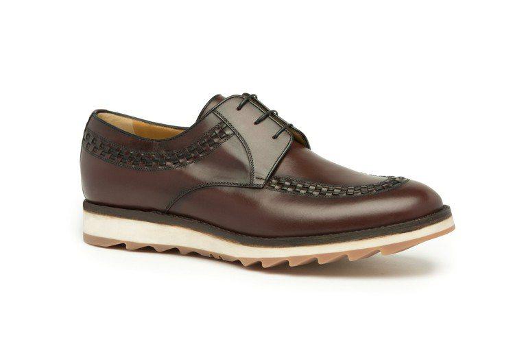 a.testoni 將正裝紳士鞋款結合運動鞋底,增加其活動舒適度。圖/采盟提供